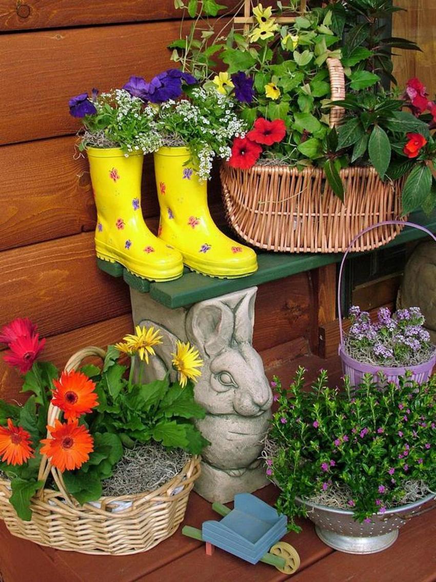 Для создания необычных цветников использованы ненужные вещи.