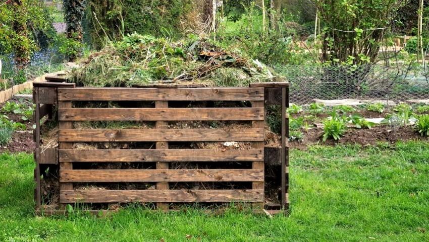kompostnyj-yashhik-foto-video-varianty-izgotovleniya-kompostnoj-yamy-10
