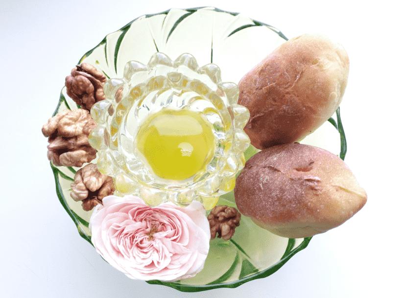 orehovyj-prazdnik-pirozhki-s-orehovoj-nachinkoj